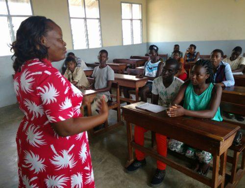 Formació d'activistes adolescents en sensibilització per lluitar contra la SIDA a Inhambane, Moçambic